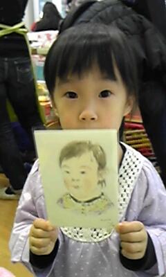 幼稚園のバザーで似顔絵描きました。
